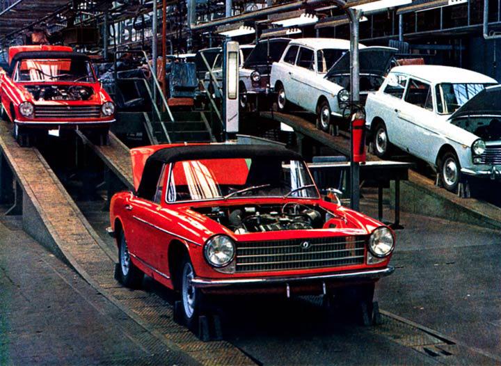 Linee di produzione della 950 Spider e A40, 1963 - Foto: Innocenti Spa