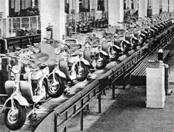 Linea di produzione della Lambretta - Foto: Innocenti Spa